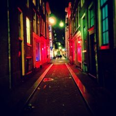 The red lights at Korte Kolksteeg... #redlights #amsterdam #streets