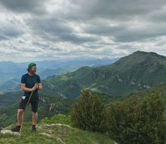 Hiking Guide, Hiking Tours, Hiking Trails, Youtube Workout, Spain Holidays, Live In The Present, Medieval Town, Once In A Lifetime, Pyrenees