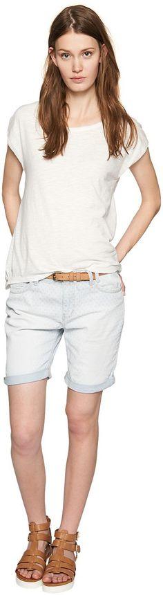 Jeans-Bermuda mit Allover-Print für Frauen (gemustert, mit Knopf und Reißverschluss verschließbar) Denim mit kleinem Strechanteil, sehr hell gebleached mit allover Minimal-Print, nicht fixierte Turn-Ups zum Umkrempeln. Material: 98 % Baumwolle 2 % Elasthan...