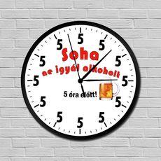 Alkoholos falióra Geek Stuff, Clock, Minden, Wall, Home Decor, Homemade Home Decor, Decoration Home, Walls, Home Decoration