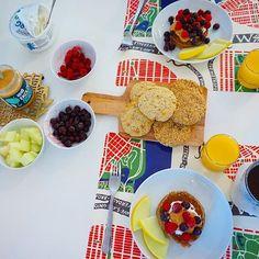 Lördagsfrukost med bananpannkakor, bananscones och kesobröd 😋