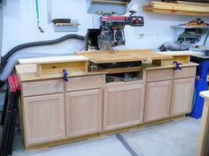 Excellent Table Saws, Miter Saws And Woodworking Jigs Ideas. Alluring Table Saws, Miter Saws And Woodworking Jigs Ideas. Jet Woodworking Tools, Easy Woodworking Projects, Woodworking Furniture, Diy Projects, Radial Arm Saw Table, Home Depot Cabinets, Build A Farmhouse Table, Built In Storage, Tool Storage