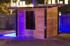 Abri de jardin / abri piscine de 5 m² destiné à l'autoproduction et l'autoconsommation solaire. L'exposition à eu lieu fin 2015 à Paris pour la COP21