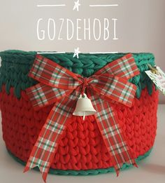 Christmas Booth, Christmas Rugs, Crochet Christmas Gifts, Christmas Baskets, Crochet Storage, Diy Crochet, Crochet Hooks, Crochet Basket Pattern, Crochet Patterns