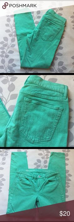 Madewell minty Skinny jeans Pretty jeans by Madewell, classic styling and are cropped ankle style. These have been laundered and have. Even lived but in great used condition! Great buy! Labeled a 27. Waist 14' rise 8' inseam 27 1/2' Madewell Jeans Ankle & Cropped