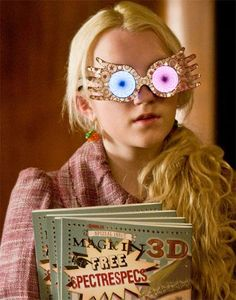 How-to spectrespecs instructions. Print and make your own spectrespecs just like Luna Lovegood from Harry Potter. Luna Lovegood, Harry Potter Cast, Harry Potter Characters, Harry Potter Memes, Ravenclaw, Ron Weasly, Evanna Lynch, Hamilton Musical, And Peggy