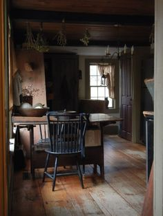 primitive home crossword Primitive Homes, Primitive Dining Rooms, Primitive Kitchen, Kitchen Country, Country Homes, Primitive Country, Primitive Bedroom, Primitive Bathrooms, Primitive Antiques