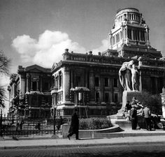 The Brussels Courthouse without its dome! The German soldiers burnt it in Louvre, Street View, Black And White, Country, City, Building, Brussels, Travel, Ww2