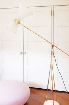 Gold details on modern floor lamp