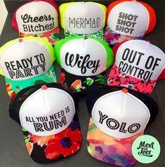 Trucker hat con flores para despedida de soltera o cualquier otro evento. Bachelorette Party Themes, Bachelorette Weekend, Bride Shower, Wedding Hats, J Brand, Party Gifts, Bridesmaids, Weddings, Bachelorette Scavenger Hunt