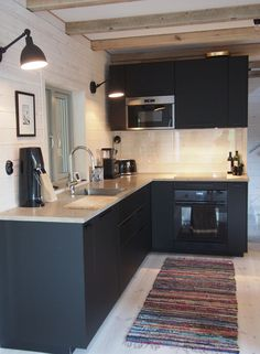 What's New in Modern Kitchen Design? Apartment Kitchen, Home Decor Kitchen, Kitchen Furniture, New Kitchen, Home Kitchens, Modern Kitchen Cabinets, Modern Kitchen Design, Interior Design Kitchen, Kitchen Trends