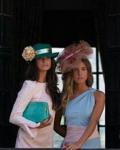 tocados y pamelas Chic Wedding, Wedding Styles, Boho Chic, Derby Outfits, Fall College Outfits, Wedding Guest Looks, Cocktail Outfit, Gala Dresses, Bridesmaid Dresses