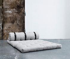 Futonsofa Buckle-Up mit Ledergurt: ideales Gästebett, schnell wandelbar Sleeping Couch, Scandi Chic, Blanket, Interior Design, Bed, Home, Ideas, Minimalist Design, Pastel