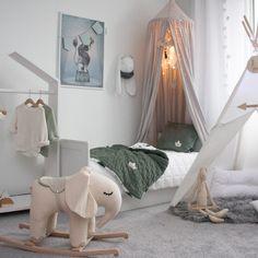 Szuper inspirációk az egyedi baba és gyerekszoba kialakításához Nursery Furniture, Kids Furniture, Nursery Decor, Toddler Rooms, Toddler Bed, House Beds For Kids, Cot Bedding, Girl Room, Baby Room