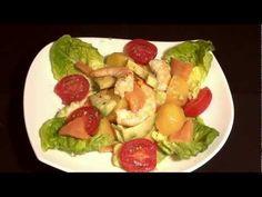 Ensalada de patatas, langostinos y salmón