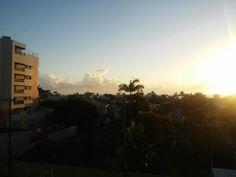 Praia ao nascer do sol em Guaratuba. Parana. Brasil