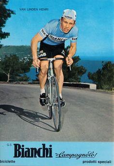Le charme du kitsch Bicycle Art, Cyclists, Road Racing, Vintage Racing, Kitsch, Wheels, Vans, Tours, Explore