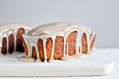 Mini Brown Butter Vanilla Bean Pound Cakes I howsweeteats.com