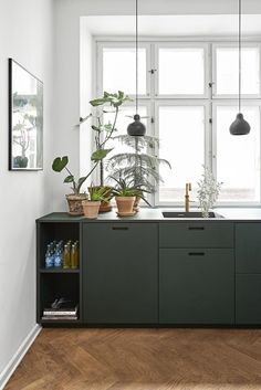 Dark Green Kitchen, New Kitchen, Kitchen Ideas, Kitchen Decor, Mawa Design, Küchen Design, Design Blog, Door Design, Wood Kitchen Cabinets
