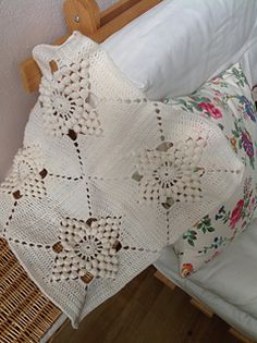 This was inspired by a pink vintage throw and the pattern and chart have been recreated by Haafner (chart available on the blog)