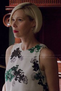 Bonnie's white and green floral top on How to Get Away with Murder Liza Weil, Floral Top Outfit, Hey Pretty Girl, Grown Out Pixie, Tv Show Outfits, How To Get Away, Pixie Hairstyles, Hair Dos, Cut And Style