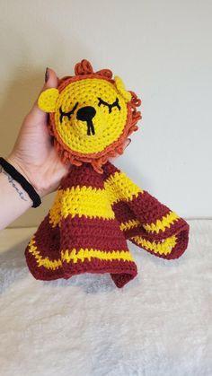 Brave Lion Lovey Crochet Pattern - Free! #harrypottercrochet #harrypotterlovey #crochetlovey Crochet Baby Toys, Crochet Baby Booties, Crochet Hats, Baby Patterns, Crochet Patterns, Lion Mane, Baby Lovey, All Free Crochet, Free Baby Stuff