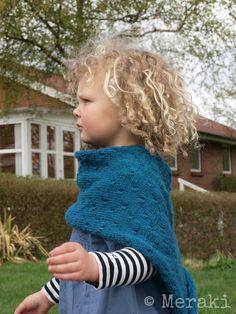Strikket poncho til børn, gratis strikkeopskrift fra Meraki