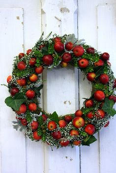 wreath w/fresh apples