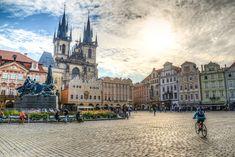 #cestovani #praha #namesti #staromak #vylet #mesto #turistika #poznavani #architektura #domy #zajezd #dovolena European Vacation, Vacation Spots, Prague Tours, Paris Torre Eiffel, Prague Travel Guide, Prague Castle, Old Town Square, By Train, Auras