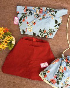 Vamos começar o dia c esse combo AMOR total♥️ Disponível na loja 🌸 Cropped+Short/saia+bag✨ TAM.Unico✨ em três estampas✨$89,99 avista💰 Casual Shorts, Closet, Women, Fashion, Skirt, Block Prints, Lets Go, Blouses, Moda