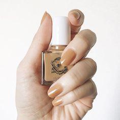 ジェルネイルのワンカラーはプルンとした質感がとってもカワイイ♡ TPOを選ばないのでとっても使いやすいデザインです。 ぜひワンカラーネイルを楽しんでくださいね。 -カウモ