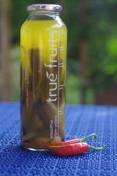 eingelegte Chillis in true fruits Flasche (von Bjar N.) True Fruits Upcycling, Smoothie, Voss Bottle, Water Bottle, Diy Presents, Diy Crafts, Drinks, Glass Bottles, Craft