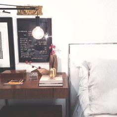 decoration , decoração detail, detalhe, bed, cama, vase, flowers, papers, papeis, frames, quadros, writing, escrito, arte, art, details, detalhes