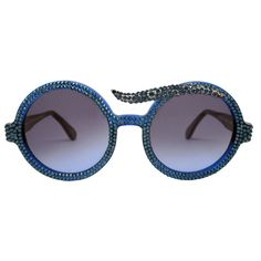 Part of a-morir collection, our new bespoke luxury line. Details: Hand carved frame from premium Mazzucchelli acetate. UV400 premium Italian lenses. Hand finished with a custom made semi precious plat