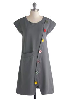 Smock Hop Dress: Even when you arent in your studio painting a new abstract mural you'll still look art-smock casual in this grey shift dress from Heel Athens Lab! Based in Gre… Unique Dresses, Simple Dresses, Easy Dress, Textiles, Retro Vintage Dresses, Mod Dress, 1960s Fashion, Dress Patterns, High Fashion