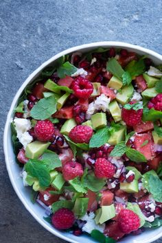Here is a real summer salad, it is filled with fresh delicious things like watermelon .- Her er en rigtig sommersalat, den er fyldt med friske lækre sager som vandmelon… Here& a real summer salad, it& packed with fresh … - Healthy Chicken Dinner, Vegetarian Recipes Dinner, Easy Dinner Recipes, Healthy Recipes, Waldorf Salat, Food N, Food And Drink, Helathy Food, Spring Recipes