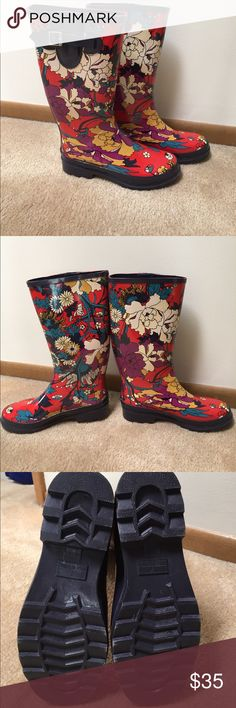 Rain ☔️ Boots NWOT Beautiful red floral rain boots.Size 7. Very compfy and roomy!Great for walking in the rain or gardening! sakroots Shoes