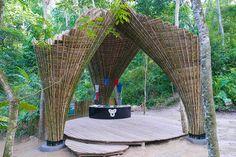 Con il bambù si può!!! Un progetto con lo scopo di creare fiducia tramite la collaborazione. Come ogni struttura costruita in bambù, anche questa ha dell'incredibile.   http://www.impresabruschetta.it/la-piu-bella-architettura-del-mondo/