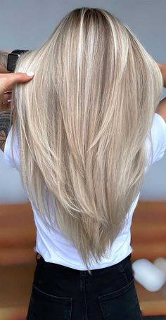 Blonde Hair Shades, Dyed Blonde Hair, Blonde Hair Looks, Brown Blonde Hair, Black Hair, Beach Blonde Hair, Darker Roots Blonde Hair, Highlighted Blonde Hair, Cool Toned Blonde Hair