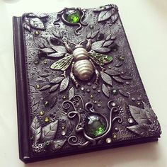 Abiss Trending Craft Ideas Using Paper Mache, Air Dry Clay, Colored Sand and Crotchet Crochet Croche Polymer Clay Kunst, Polymer Clay Crafts, Handmade Journals, Handmade Books, Altered Books, Polymer Journal, Book Crafts, Arts And Crafts, Book Of Shadows