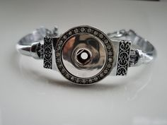 Hey, I found this really awesome Etsy listing at https://www.etsy.com/listing/494609563/snap-bracelet-clear-rhinestones-single