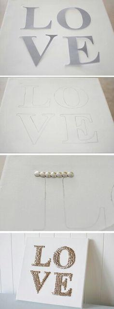 Maak je eigen canvas schilderij met splitpennen. Ook leuk met kraaltjes, of een ander woordje en als cadeautje.