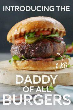 Daddy Of All Burgers - Burger Recipes Lamb Burger Recipes, Gourmet Burgers, Meat Recipes, Cooking Recipes, Turkey Burgers, Veggie Burgers, Cooking Tips, Baguette, Easy Homemade Burgers