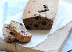Heb je zin in een gezond tussendoortje? Maak dan eens deze bananencake met blauwe bessen.