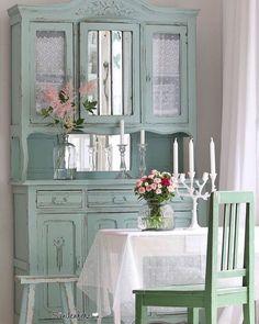 Inspiração de feriado: cristaleira repaginada e linda! #organizesemfrescuras #decor #decoração