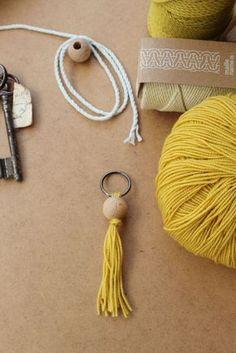 DIY Macramé – Macrame Keychain – Baumwollgarn Run the Schnürlsamt – Strick Name ist – Kesi'Fasson Easy Diy Crafts, Diy Craft Projects, Craft Tutorials, Crafts To Make, Macrame Projects, Colar Diy, Diy Keychain, Boho Diy, Diy Schmuck