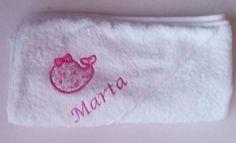 Capa de baño en tonos fucsia con ballenera?#vueltalcole#bordadospersonalizados #bebes