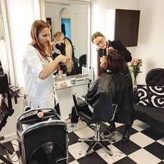 Live from @trendyhairvaasa ✔️ The winner of our Makeover Day is currently getting her makeover! Exciting day... You'll see the result in the January issue of our magazine 👍🏻😊 #muuttumisleikki #dermoshop #dermosil #makeover #trendyvaasa