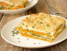 Vegan Butternut Squash and Spinach Lasagna with layers of vegan ricotta and a creamy vegan parmesan white sauce. Vegetarian Zucchini Lasagna, Vegetarian Lasagna Recipe, Vegetarian Casserole, Spinach Lasagna, Healthy Zucchini, Veggie Recipes, Cooking Recipes, Quiche, Pasta