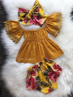 This sweet floral outfit is perfect for any special occasion. All of my items are made with quality fabrics and professional finishes. SIZZING Newborn to to to to to to Cute Baby Girl Outfits, Baby Girl Romper, Cute Outfits For Kids, Cute Baby Clothes, Baby Girl Dresses, Toddler Outfits, Baby Dress, Baby Boutique Clothing, Baby Clothes Patterns
